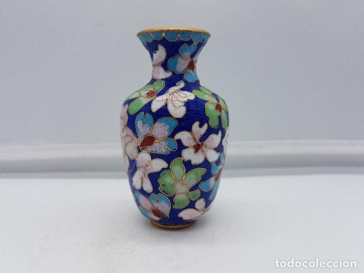 Antigüedades: Antigua colección de jarrones chinos de bronce con esmaltes cerámicos cloisonné, motivos florales. - Foto 2 - 107453079
