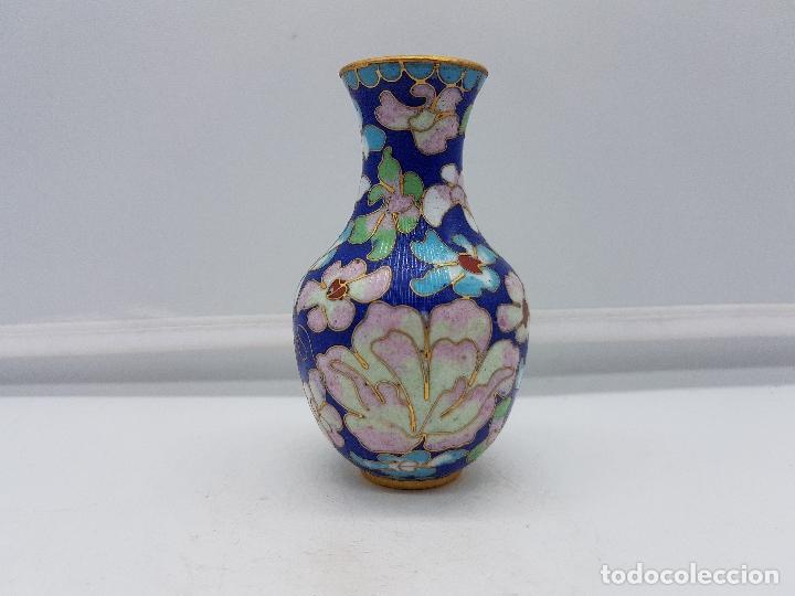 Antigüedades: Antigua colección de jarrones chinos de bronce con esmaltes cerámicos cloisonné, motivos florales. - Foto 5 - 107453079
