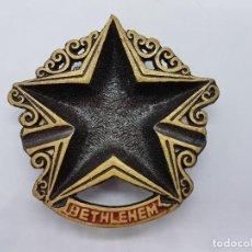 Antigüedades: PRECIOSO CENICERO ANTIGUO DE BRONCE EN FORMA DE ESTRELLA DE DAVID FABRICADO EN BELÉN ISRAEL.. Lote 107454583