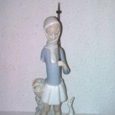 Antigüedades: FIGURA CHICA Y PATOS. LLADRÓ PARA REPARAR O APROVECHAR.. Lote 107458167