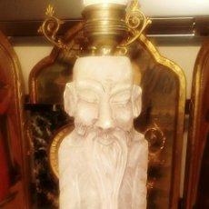 Antigüedades: ESCULTURA CHINO DE ALABASTRO. LAMPARA. DIFERENTES FIGURAS EN CADA CARA. MUY BIEN TALLADA.. Lote 107515668