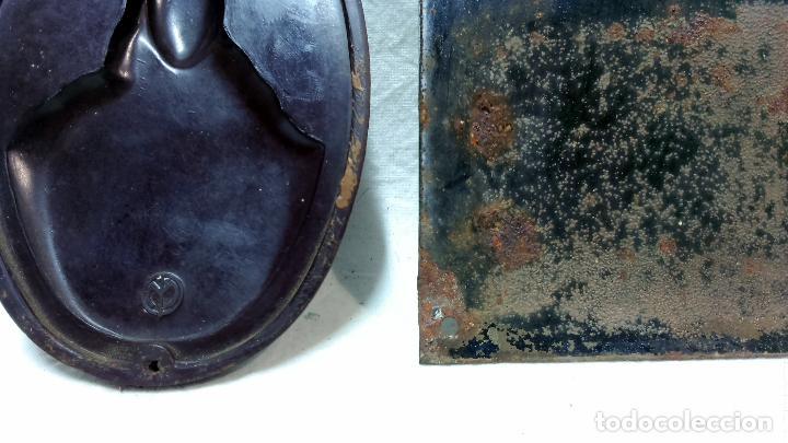 Antigüedades: ANTIGUO SAGRADO CORAZÓN DE JESÚS O BENDECIRÉ DE BAQUELITA, MÁS OTRO DE OBSEQUIO. VER - Foto 5 - 221632606