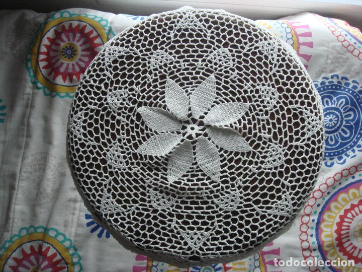 Antigüedades: Tapete mantel redondo mesa ganchillo - Foto 2 - 107522899