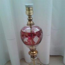 Antigüedades: ANTIGUA LAMPARA DE METAL Y CRISTAL BOHEMIA CON GRABADO DE RACIMOS DE UVAS. Lote 107576160