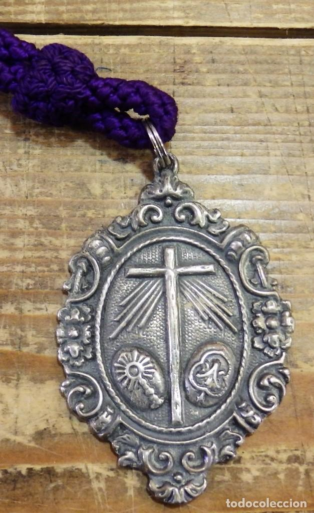 SEMANA SANTA DE SEVILLA, ANTIGUA MEDALLA CON CORDON DE LA HERMANDAD DE LA MILAGROSA, RARA (Antigüedades - Religiosas - Medallas Antiguas)