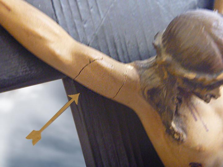 Antigüedades: Gran crucifijo con Cristo de yeso-escayola - Foto 4 - 103882547