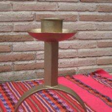 Antigüedades: PORTAVELAS EN HIERRO FORJADO.. Lote 107682567