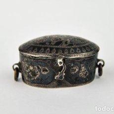 Antigüedades: ANTIGUA CAJITA DE RAPE, COCAINA U OPIO EN PLATA DE LEY CINCELADA Y NIELADA COLONIAL SIGLO XVIII. Lote 107687871