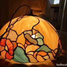 Antigüedades: PRECIOSA LAMPARA DE TECHO GRANDE, EN PASTA IMITANDO VIDRIERA TIFFANY. Lote 107742075