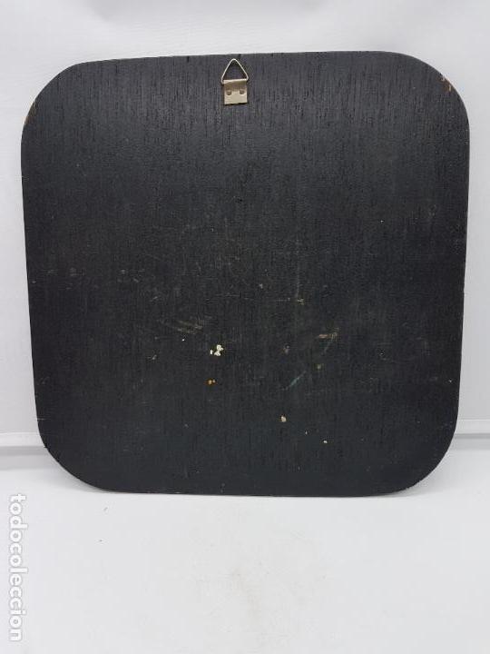 Antigüedades: Antiguo cuadro o retablo de madera con calendario azteca en latón. - Foto 4 - 107752147