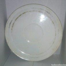 Antigüedades: ANTIGUO PLATO PORCELANA FILO ORO. Lote 107771702