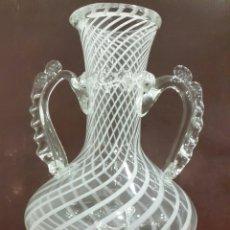Antigüedades: JARRÓN JARRA DE CRISTAL SOPLADO VIDRIERA CATALANA. Lote 107836456