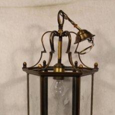 Antigüedades: LAMPARA DE TECHO EN BRONCE CON CRISTALES DE DIBUJO. Lote 107868015