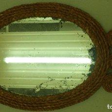 Antigüedades: ESPEJO DE MIMBRE Y TRES FLORES, AÑOS 50-60 FORMA OVAL.. Lote 107884891