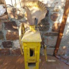 Antigüedades: DESGRANADORA DE MAZORCAS DE MAIZ. Lote 107903666