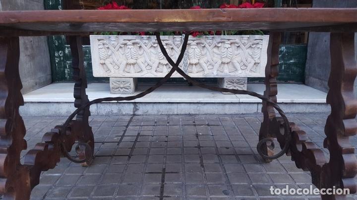 Antigüedades: MESA CASTELLANA. PATAS EN FORMA DE LIRA. MADERA DE NOGAL. ESPAÑA. SIGLO XIX. - Foto 13 - 107903915