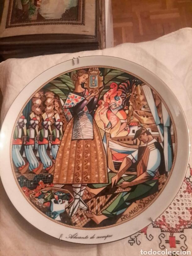ANTIGUO PLATO DE ALICANTE DE PORCELANA SANTA CLARA FIRMADO POR REMIGIO SOLER (Antigüedades - Porcelanas y Cerámicas - Santa Clara)