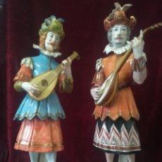 Antigüedades: PAREJA MÚSICOS SIGLO XVII PORCELANA ALGORA CON CERTIFICADOS. Lote 107975254