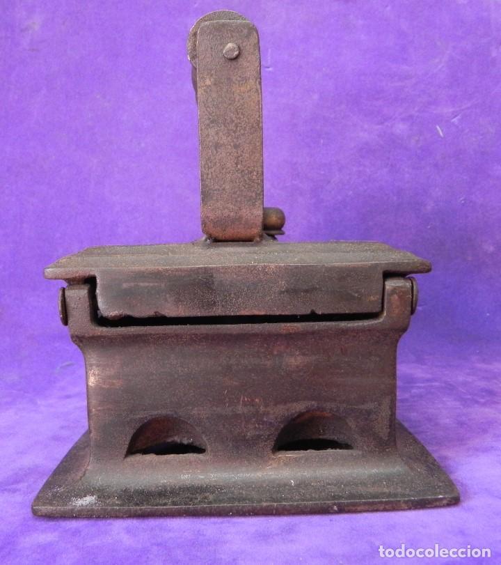 Antigüedades: ANTIGUA Y ENORME PLANCHA DE CARBON 21,5cm X 15,5cm DE BASE. PARA GRANDES PIEZAS DE TELAS. MANGO REST - Foto 17 - 107976759