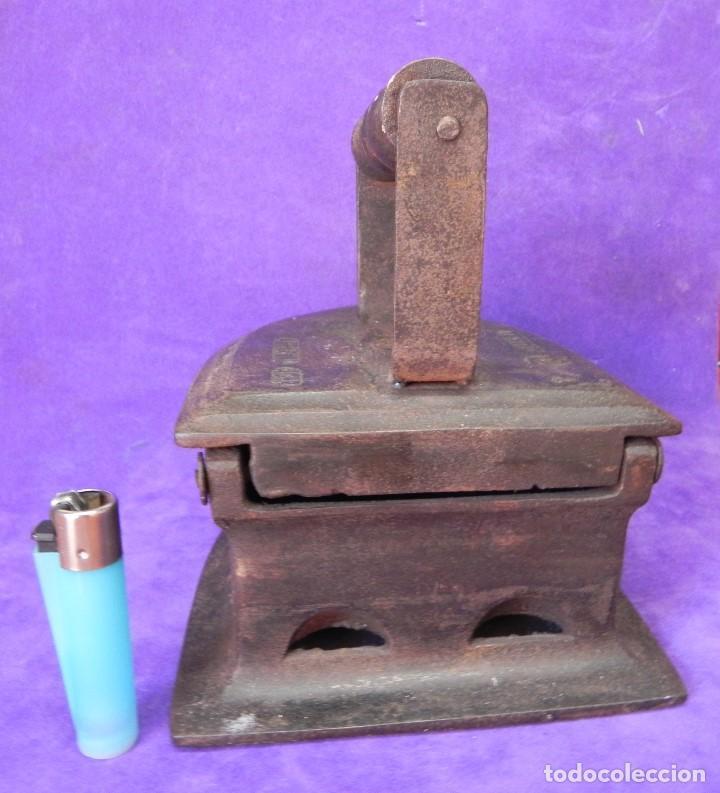 Antigüedades: ANTIGUA Y ENORME PLANCHA DE CARBON 21,5cm X 15,5cm DE BASE. PARA GRANDES PIEZAS DE TELAS. MANGO REST - Foto 18 - 107976759