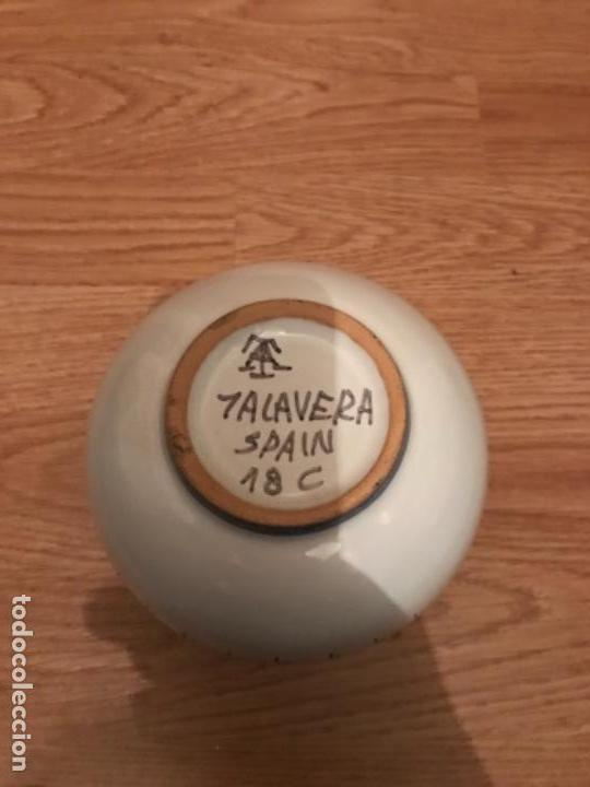 Antigüedades: Jarra de talavera candelas firmada - Foto 3 - 108059315