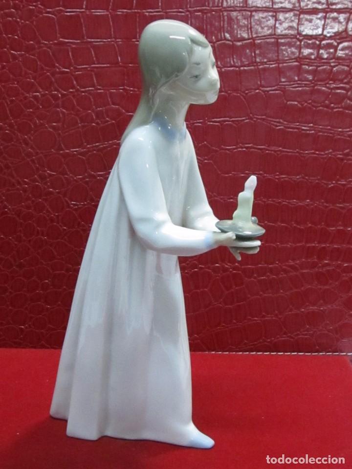FIGURA NIÑA CON VELA DE PORCELANA LLADRÓ (Antigüedades - Porcelanas y Cerámicas - Lladró)