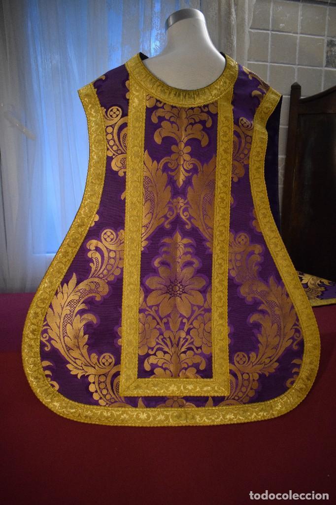 Antigüedades: Bella casulla color púrpura con galón ancho - Foto 5 - 108160463