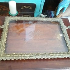 Antigüedades: BANDEJA DE BRONCE Y CRISTAL TALLADO. Lote 108234824
