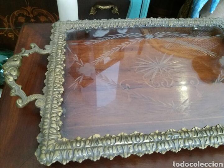 Antigüedades: BANDEJA DE BRONCE Y CRISTAL TALLADO - Foto 2 - 108234824