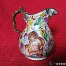 Antigüedades: PRECIOSA JARRITA DE PORCELANA ESPAÑOLA CON ALTORRELIEVES. SELLO EN LA BASE. Lote 108296315