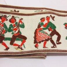 Antigüedades: PASAMANERÍA ANTIGUA CON TIROLESES BORDADOS 8.5 CM DE ANCHO!. Lote 108341660