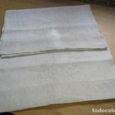 Antigüedades: PAR DE ANTIGUA FUNDAS DE ALMOHADA BORDADA A MANO CON INICIALES. Lote 108374235