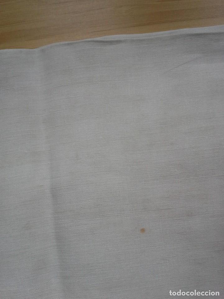 Antigüedades: Par de antigua fundas de almohada bordada a mano con iniciales - Foto 7 - 108374235