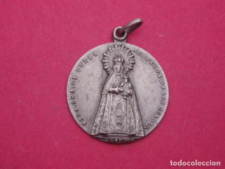 MEDALLA ANTIGUA VIRGEN DE BELÉN. CARRIÓN DE LOS CONDES. PALENCIA. (Antigüedades - Religiosas - Medallas Antiguas)