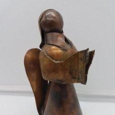 Antigüedades: PRECIOSA ESCULTURA ANTIGUA ANGELICAL DE ESTILO ART DECO Y FABRICADA EN COBRE DE BELLA FACTURA.. Lote 108413883