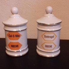 Antigüedades: SPANISH CROWN SANTA CLARA 2 TARROS FARMACIA ROCHE SINTROGEL Y CAL-C-VITA. Lote 108425039