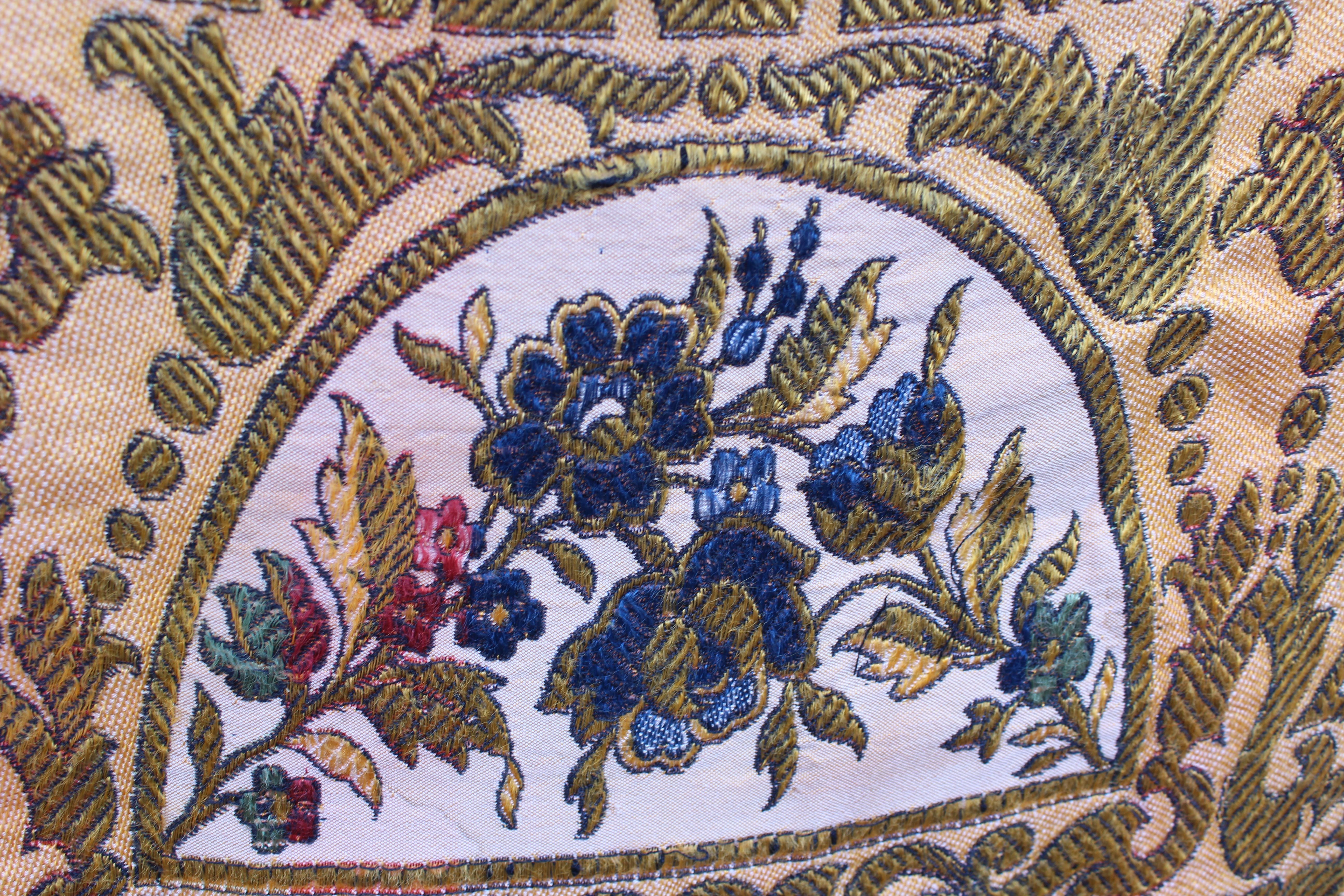 Antigüedades: ANTIGUO MANTEL TAPETE TAPIZ , HILOS DE ALGODÓN Y SEDA ESCENA TOREROS TOROS PLAZAS - Foto 4 - 108437623