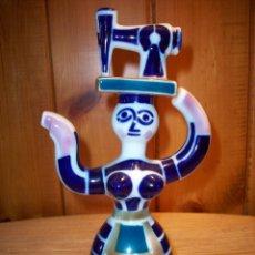 Antigüedades: SARGADELOS . MUJER CON MÁQUINA DE COSER EN LA CABEZA . DE LOS AÑOS 60 .. Lote 108483647