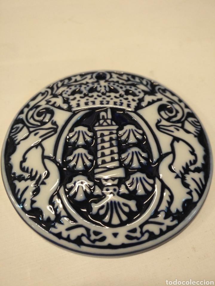 Antigüedades: PRECIOSA MEDALLA SARGADELOS O CASTRO EN RELIEVE TORRE DE HERCULES CORUÑA - Foto 3 - 108530415