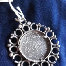 Antigüedades: COLGANTE MONEDA DE PLATA ORIENTAL. Lote 108639579