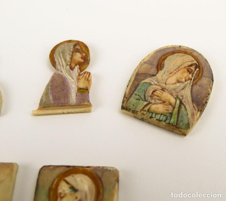Antigüedades: Antiguas medallas devocionales de marfil y policromadas-Principios S.XX - Foto 2 - 108704035