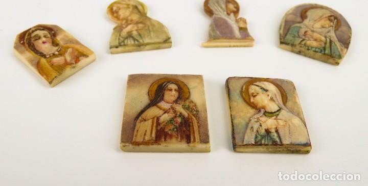 Antigüedades: Antiguas medallas devocionales de marfil y policromadas-Principios S.XX - Foto 3 - 108704035