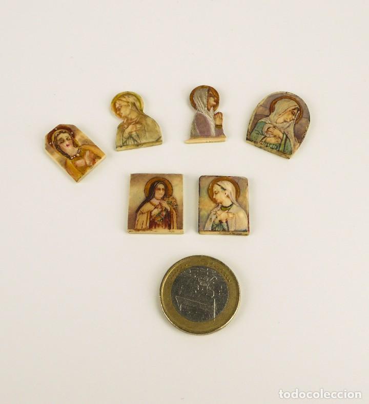 Antigüedades: Antiguas medallas devocionales de marfil y policromadas-Principios S.XX - Foto 5 - 108704035