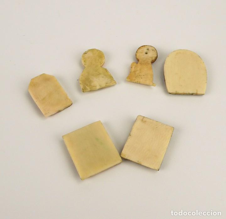Antigüedades: Antiguas medallas devocionales de marfil y policromadas-Principios S.XX - Foto 6 - 108704035