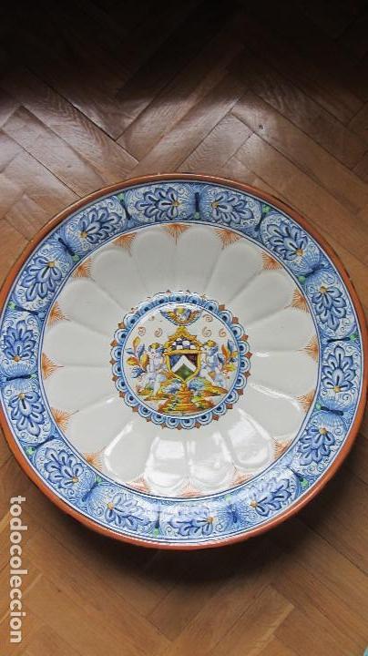 GRAN PLATO DE CERAMICA TRIANA (Antigüedades - Porcelanas y Cerámicas - Triana)