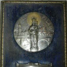 Antiquitäten - Cuadro de la Virgen del Pilar en plata y corona en oro. Firma Lavrillier. - 108762990