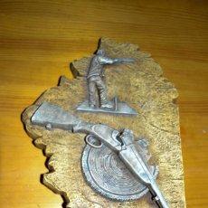Antigüedades: TROFEO TIRADA AL PLATO ALCONERA I DE MAYO DE 2001. Lote 108808655