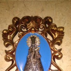 Antigüedades: VIRGEN DE LOS DESAMPARADOS, FIGURA DE METAL PARA PARED. Lote 151314994