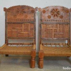 Antigüedades: PAREJA DE SILLAS DE LA INDIA. MADERA Y ASIENTO DE CUERDA.. Lote 108842127