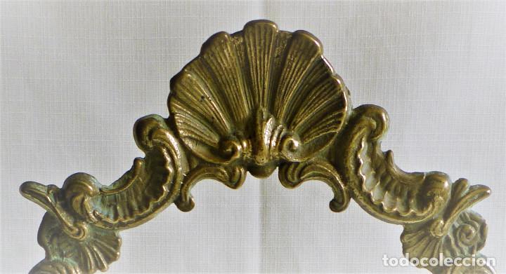 Antigüedades: MARCO DE BRONCE DE MESA GIRATORIO MUY ORNAMENTADO - Foto 6 - 108904135